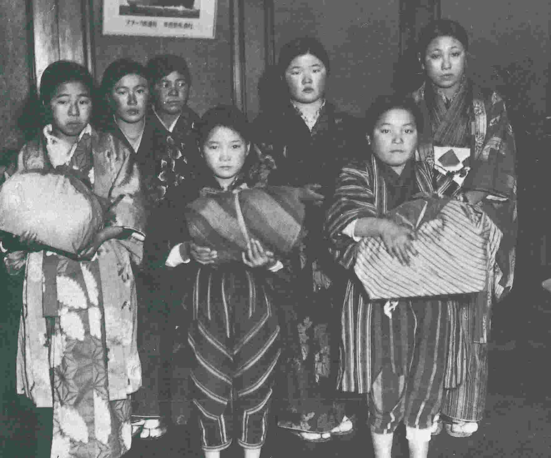 昭和初期の全裸 ... 身売りされ救世軍に引き取られた子供達